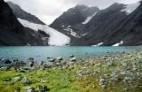 Grau und Farbe im Gletscherkessel von Tarfala, Kebnekaise-Gebiet, Sápmi/Lappland, Schweden